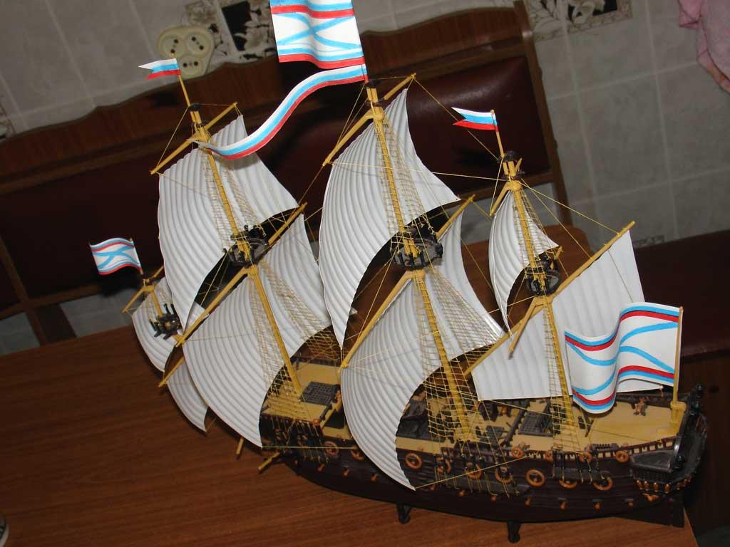 Модель корабля из пластика